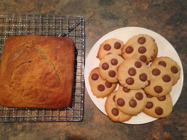 Banana bread and chocolate chip cookies I made for a morning tea!
