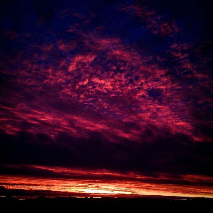 Paleta de colores Chañaral de Aceituno.III Región de Atacama. #nubes #clouds # cielo #sky #atardecer #ocaso #sunset  #violeta #violet #mar #sea #fuegoenelcielo #fireinthesky  By @guillezerda