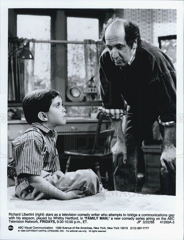 "1988 Press Photo Richard Libertini and hitby Hertford from ""FAMILY MAN"" TV shoe"