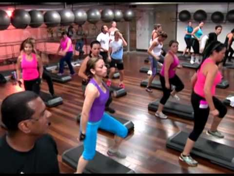 Platinum Fitness clase de aeróbicos en step