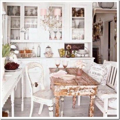 mesa de jantar com madeira envelhecida para casas pequenas