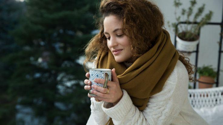 Wenn's draussen kalt ist, musst du dich warm anziehen und von innen wärmen. Am besten mit heissem Tee! Wie du den zubereitest, weiss Anina.