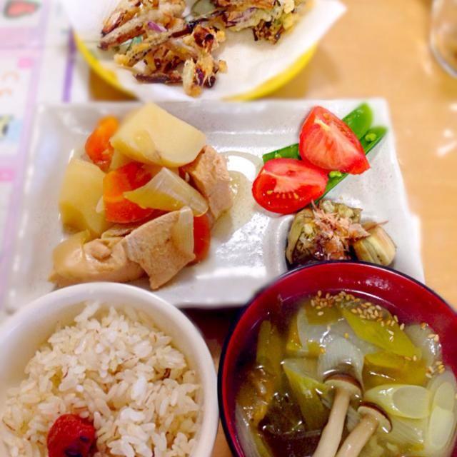 島らっきょうの天ぷら 肉じゃが 焼き茄子 トマト・スナックエンドウ 麦ごはん 中華スープ - 44件のもぐもぐ - 祝・500投稿今日の晩ご飯 by かわち