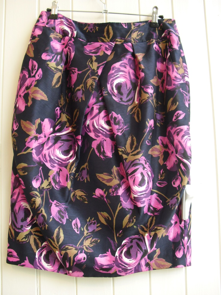 Winter florals. Skirt by Laura Ashley O87/7 Size 8 £45