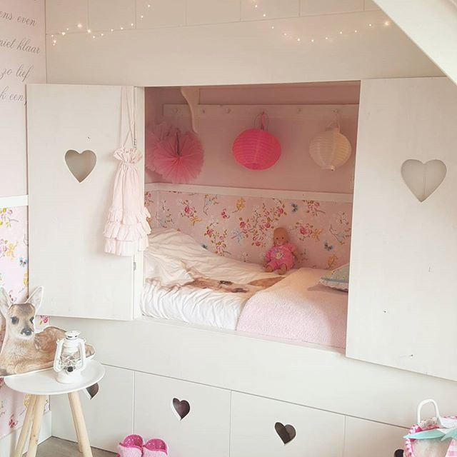 I 'm in LVE with my daughter her bed now with the shutters  Enjoy your evening! #bunkbed #bedste #girly #girlsroom #princess #pretty #love #lovely #dream #dreamhome #bedroom #girly #cottage