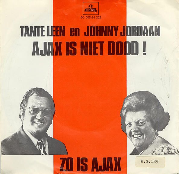 On 21 October 1970, popular singers Tante (Auntie) Leen and Johnny Jordaan launched the sing-along number Ajax is niet dood (Ajax isn't dead). The venue was Amsterdam's Olympic Stadium just before the European Cup tie against FC Basel, which Ajax won easily 3-0. Tante Leen had previously released other songs about Ajax, like her 1967 hit Mijn man is een Ajaxied (My Man's an Ajax Fan). The Municipal Archives has a copy of the former record in its collection.
