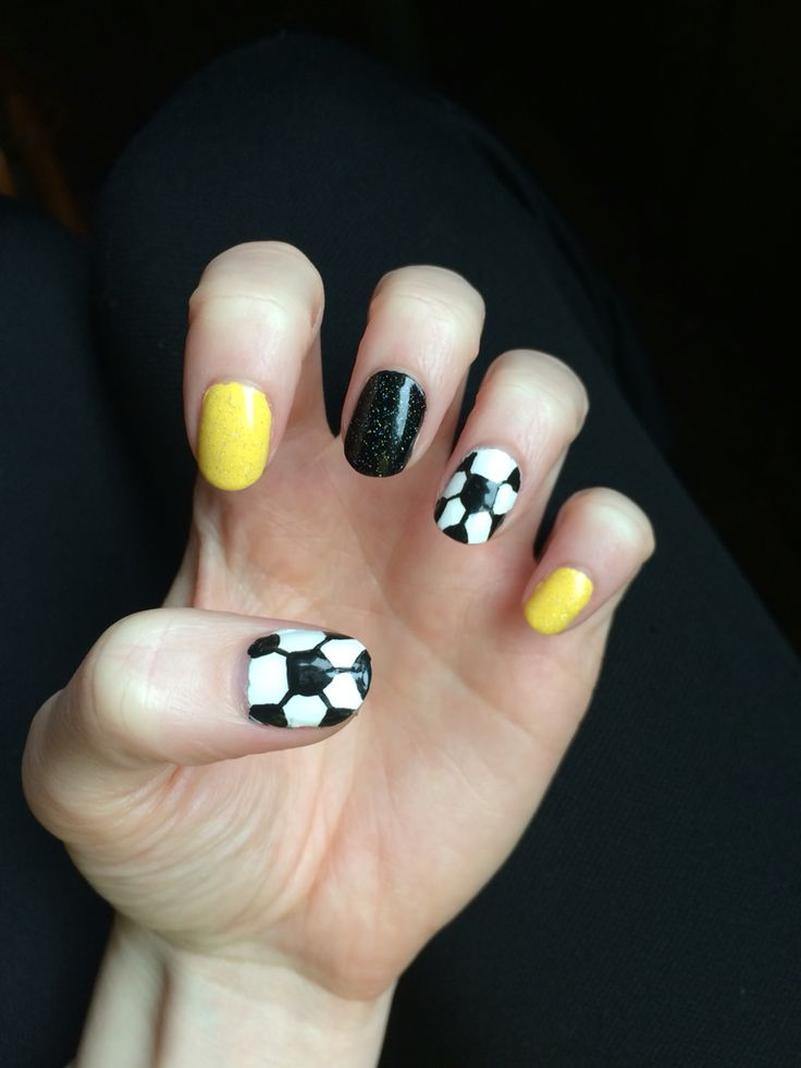 Best 25+ Soccer nails ideas on Pinterest | Sports nail art ...