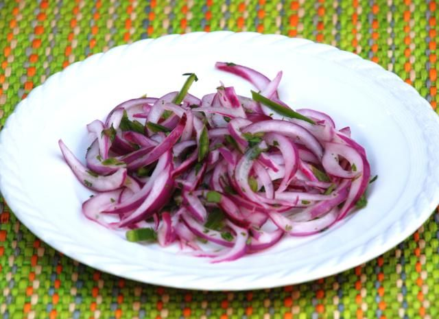 This onion relish is a traditional accompaniment to many Peruvian dishes, and is also great on sandwiches.