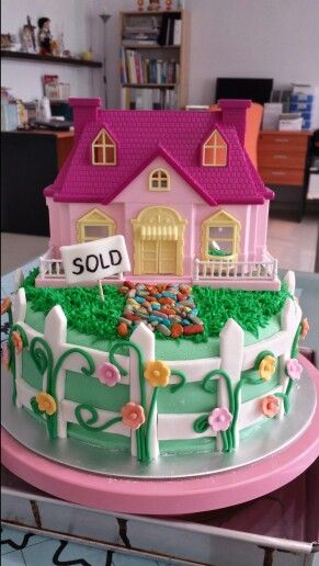 House warming cake. I have a friend that's getting ready to close on their first house AND getting married. They're having a house warming/engagement party that I'm sure they would love to have this cake at. I may just make it.