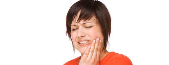 Zastihla vás nečakane bolesť alebo citlivosť zubov? Prečítajte si ako sa ej zbaviť aj v pohodlí domova.
