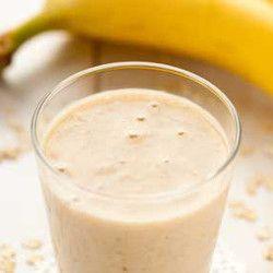Bananowe smoothie z płatkami owsianymi i masłem orzechowym