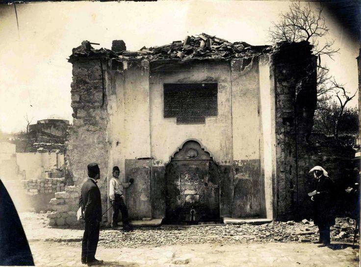 Safiye Sultan Çeşmesi-Aksaray'da halıcılarda, halıcılar köşkü sokaktan Oğuzhan caddesine çıkarken hemen soldadır. Tek yüzlü sokak çeşmesi görünümündedir. Barok dönem eseri olan çeşme onarım geçirmiş ve çatısı tamamen betonla kaplanmıştır. Ayna taşına kadar gömülü kalmıştır.