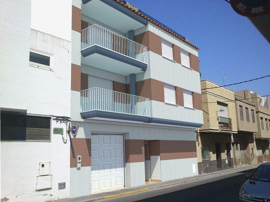 79 best images about fachadas on pinterest - Casas pintadas por fuera ...