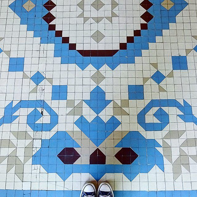 At Teatre Coliseum where I visited the Terracotta Army exhibition. Don't know which was more mesmerizing the exhibition or this floor.  No just kidding it was the exhibition. But this cool floor is a close second!  #teatrecoliseum #barcelona #spain  #ihavethisthingwithfloors #ihavethisthingforfloors #ihavethisthingwithtiles #fromwhereistand #tileaddiction #patternswhileexploring #symmetry #selfeet #converse #allstar by diane.0951