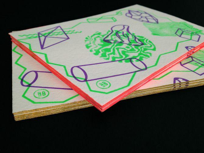 Visuels + cartes de visite distribuées lors des portes ouvertes de l'ÉSA des Pyrénées. Réalisé en sérigraphie  2/3 couleurs / encre gonflante / 200 exemplaires.