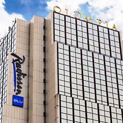 Radisson Blu Hotel Olümpia on yksi Tallinnan maamerkeistä. Se erottuu Tallinnan silhuetissa 26 kerroksellaan ja siten sieltä on myös hyvät näkymät kaupunkiin. Club 26 -kuntokeskus sekä Olümpia OlyBet ovat osa hotellin tarjoamia palveluita ja ajanviettomahdollisuuksia. #radissonbluhotelolumpia #eckeröline #tallinna #tallinn