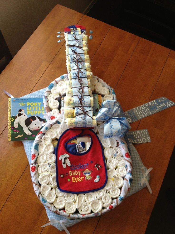 Welcome baby! Adorable guitar diaper cake! Such an awesome baby shower gift and so fun to make! ★ ★ ★ ★ ★ @Raquel Barros Barros Jorgenson
