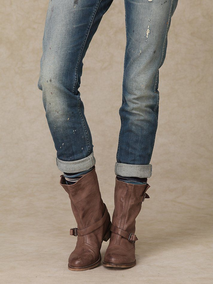 Cuffed or rolled jeans allow for just a tiny bit of your ankle to peek through, making your legs look slimmer. It's just so effortlessly chic and is a great look for either day or night. But many women struggle with getting the right pant length, cuff style and boots.