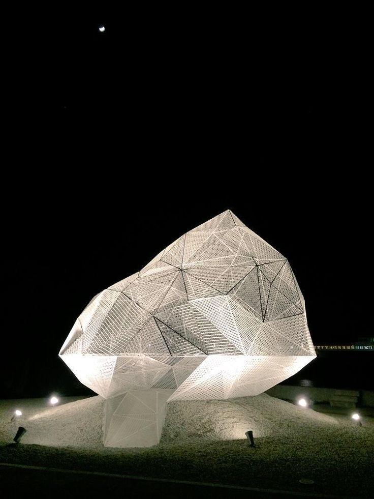 sou fujimoto's geometric naoshima pavilion. seven meter polyhedron, constructed using a white stainless steel mesh