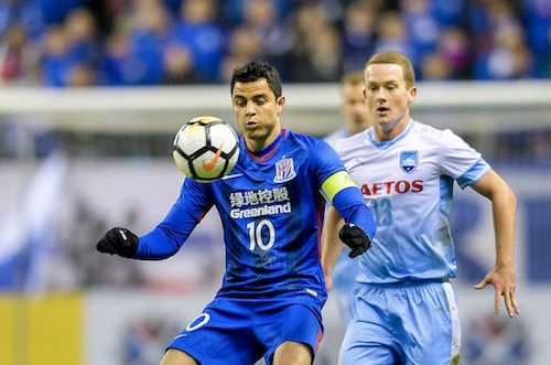 Shanghai Shenhua's captain Giovanni Moreno is shadowed by Brandon O'Neill in a more impressive display from #SydneyFC for a 2-2 draw. #ACL2018 22.02.18