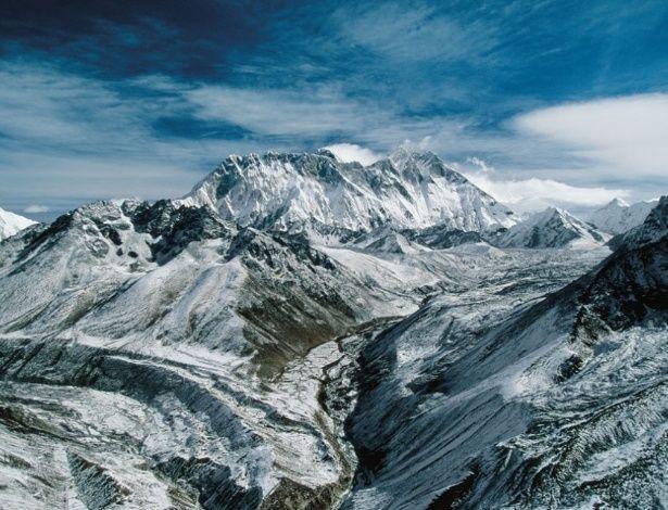 Como sabemos se uma montanha é a mais elevada da Terra? Sempre ouvimos que a montanha mais alta do mundo é o Everest, mas será que é mesmo?...