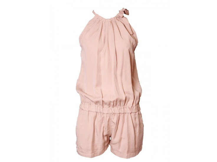 Uit de zomercollectie 2013 van Loiza by Patrizia Pepe deze leuke jumpsuit met  elastiek in de taille en strik in de hals.