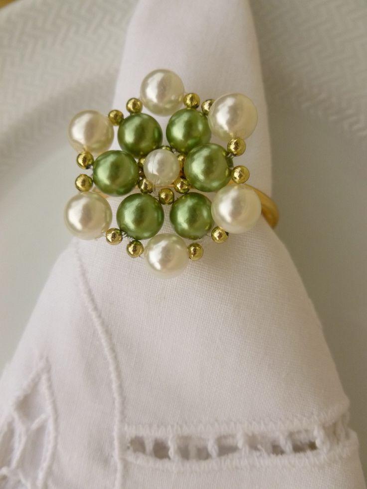 Porta-guardanapo trançado em pérolas, reutilizável inúmeras vezes. Em verde e preto. Mínimo de 10 peças por tonalidade. Consulte outras cores.