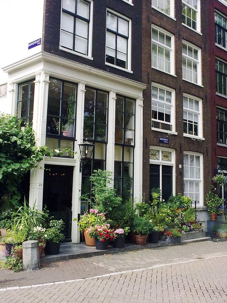 Binnenkant / Kalkmarkt - Amsterdam Typical street front.