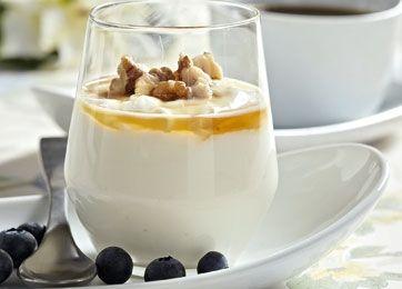 Yoghurt med sirup og valnødder - perfekt til brunch