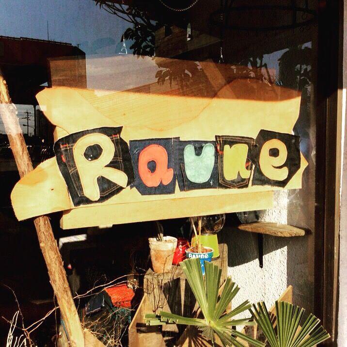 いつもRauneをご利用いただき、ありがとうございます。 本日、Cafe&Bar Raune は無事、1周年を迎えました!!  いろいろな思いが詰まった1年間でした(*^o^*) 1年間応援してくださった方々ありがとうございます!! 応援してくださった皆様への感謝の思いをバネに2年目も 今後も皆様に愛されますよう、ハンドメイド、Cafebar ともに サービス向上を目指して、また新しい1年をていねいに 1歩1歩、頑張りますので Raune2歳も応援、宜しくお願いします≧(´▽`)≦