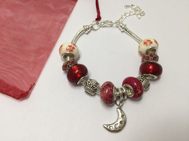 Bracelet charm's , rouge, avec breloque lune   réf 743 de la boutique perlesacoco sur Etsy