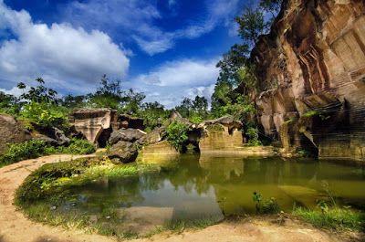 PERGIPEDIA  - Mencari Keunikan Bukit Kapur Arosbaya Madura . Salah satu yang manarik dari perjalan...