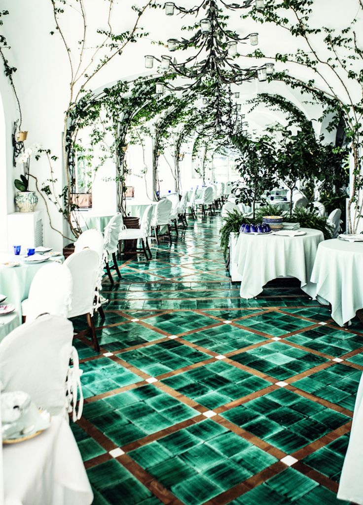 La Sponda in Positano // 10 Beautiful Restaurants We're Dying to Visit