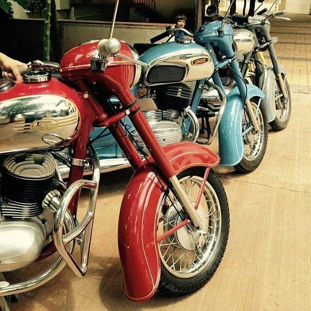 3 colors. 3 Legends.  Jawa and yezdi  Repost @men_on_bikes  More photos on…