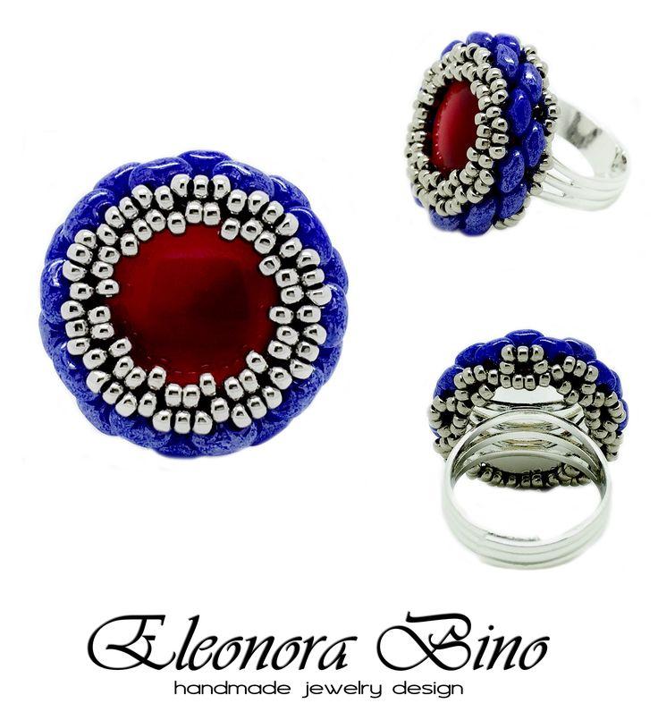 Nome: Round Colori: #blu, #rosso, #palladio Materiali: perline da intreccio in vetro di Boemia, #cabochon #Luminor, #perline di precisione di vetro giapponesi Completamente realizzato a mano da: Eleonora Bino Handmade Jewelry Design Schema incastonatura: Alberta Rizzari