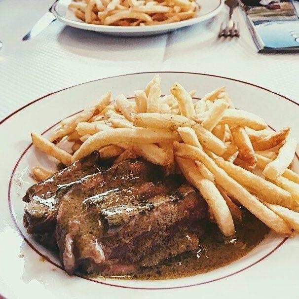 Le dimanche c'est entrecôte   Tips : l'unique et la meilleure brasserie de Paris : le @relaisdelentrecote ! Plat unique et délicieux.   Stars : ⭐⭐⭐⭐⭐  Price :