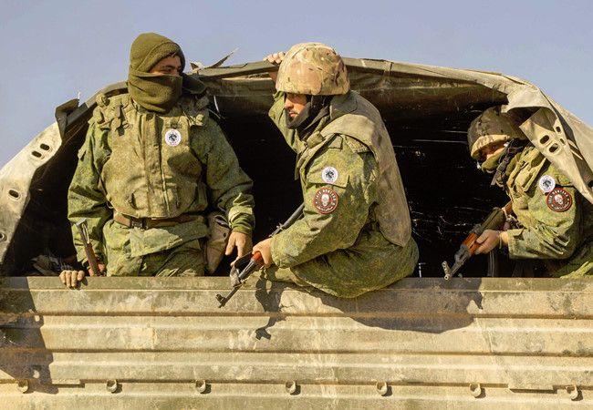 """Nga huấn luyện đặc nhiệm """"Săn IS"""" trên chiến trường Syria (video) - https://home.vn.city/nga-huan-luyen-dac-nhiem-san-is-tren-chien-truong-syria-video.html -  Lực lượng """"Săn IS"""" là đơn vị đặc biệt tinh nhuệ do các cố vấn quân sự Nga huấn luyện theo mô hình biệt kích sa mạc, có nhiệm vụ phát hiện, săn lùng và tiêu diệt các nhóm chiến binh IS hoạt động trên vùng sa mạc rộng lớn ở Syria"""
