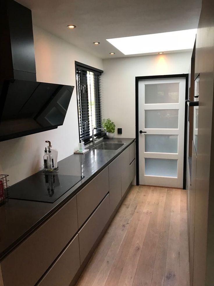parallel kitchen with modern design black shutters white door with frostglas in 2020 on kitchen interior parallel id=75674