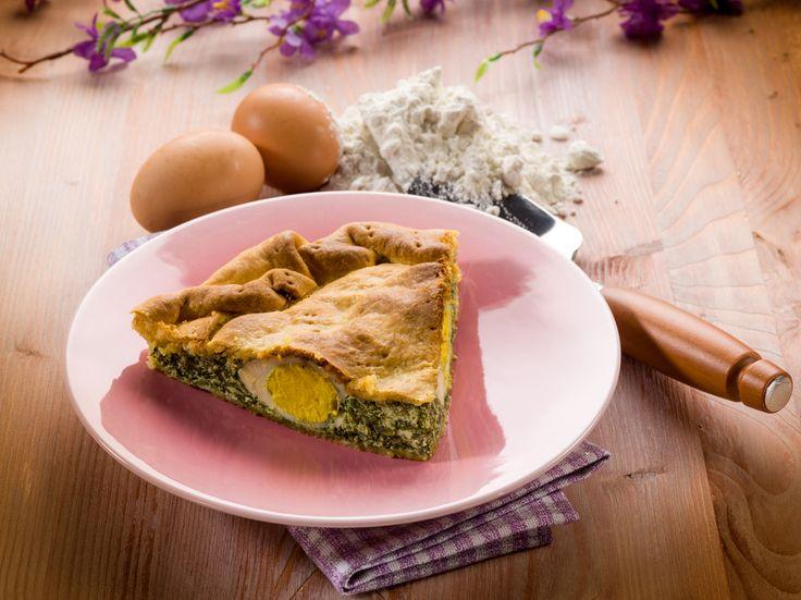 La torta pasqualina è una torta salata tipica della cucina ligure in occasione della Pasqua. Vediamo nel dettaglio come si prepara.