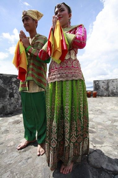 Kemewahan Kesultanan Ternate Dalam Baju Adat Ternate http://www.indonesiakaya.com/jelajah-indonesia/detail/kemewahan-kesultanan-ternate-dalam-baju-adat-ternate