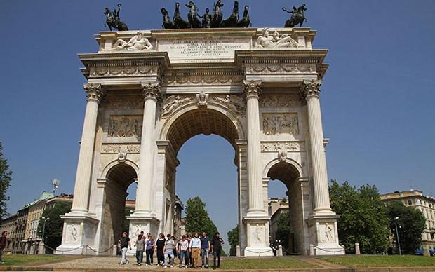 La location per l'esterna: L'Arco della Pace a Milano