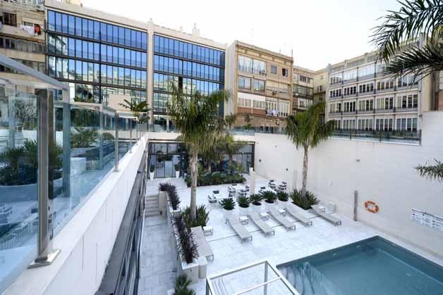 L'hôtel Indigo Barcelona et sa terrasse: un havre de paix en plein centre-ville   Les Bons Plans de Barcelone