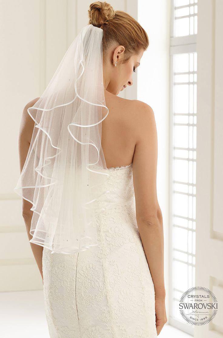 Fine S6S veil from Bianco Evento #biancoevento #veil #swarovski #weddingdress #weddingideas #bridetobe