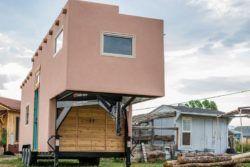 Cette tiny house a été vue pour la première fois vu au National Tiny House Jamboree en 2016 et a été réalisée par Mitchcraft Tiny Homes aux Usa.