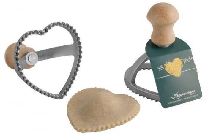 Maak hartvormige ravioli met de Eppicotispai raviolistempel. Zo tover je eenvoudig een romantische maaltijd op tafel!