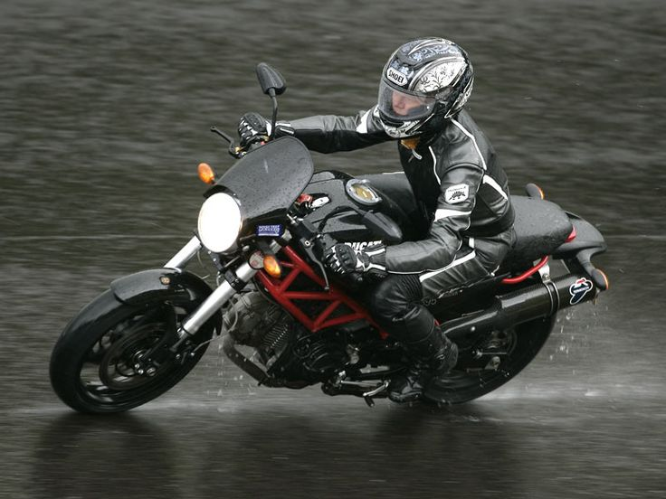 Women Ducati Riders | Ducati Monster 695 - stylish, fun, easy... what's not to like?