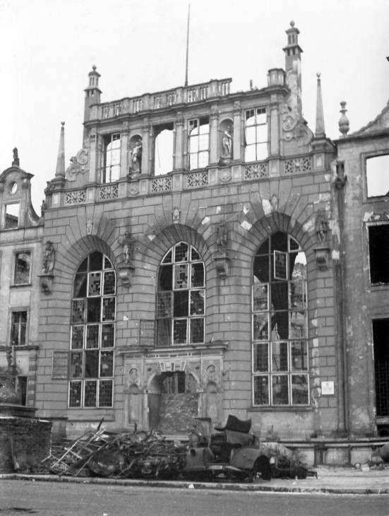 1945-04_Artushof.jpg (JPEG-Grafik, 551×730 Pixel) - Skaliert (95%)