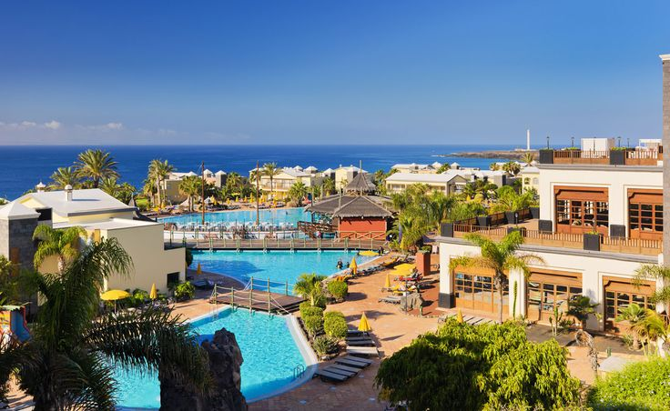 General view of the hotel with the sea as backdrop #hotel