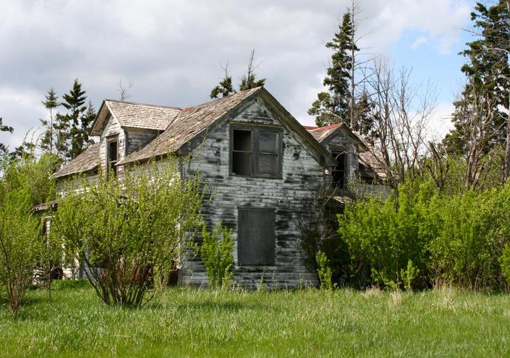 old farm house in Saskatchewan