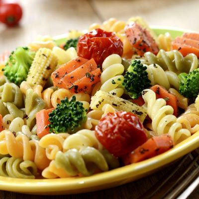 Laktató tésztasaláta 15 perc alatt - Egy adag csak 400 kalória: Egy kiadós tésztasaláta is lehet alacsony kalóriatartalmú, próbáld csak ki!